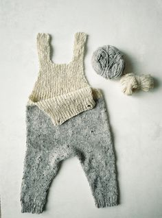 Baby Knitting Patterns Jumpsuit Knit pattern for baby romper Knitting For Kids, Knitting Projects, Baby Knitting, Crochet Projects, Baby Romper Pattern, Baby Overall, Diy Bebe, Baby Kind, Kid Styles