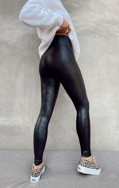 Leather Pants Outfit, Black Leather Leggings, Spanx Faux Leather Leggings, Black Faux Leather, Black Tights Outfit, Leggings Outfit Winter, Outfit Ideas With Leggings, Cute Legging Outfits, Leggings Style