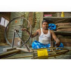 #documentaryphotography #pattusaree #kanchipuram #chennai #artoftheday #artofdesign #gold #handmade #work #instagood #instamoment #instagram #imageoftheday #lines #shapes #mechanic #wood #old #vintage #curves #streetphotography #storytelling #hands #facebook