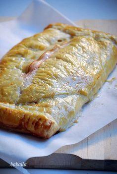 Receta fácil y sencilla de hojaldre de setas y bacon para toda la familia. Fácil de hacer, necesitas, hojaldre, setas, bacon, un poco de nata y un huevo