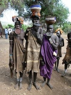 The Mursi tribe are an African tribe from the isolated Omo valley in Southern Ethiopia near the border with Sudan. There are an estimated people in the African Tribes, African Women, Tribal African, Mursi Tribe, Tribal Face, Africa People, Arte Tribal, Tribal People, Rare Images