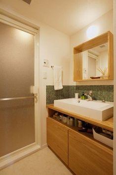 군더더기 없이 깔끔 그자체인 욕실 수납 인테리어입니다. 바구니를 활용하니 정말 이렇게 변신이 가능하군...