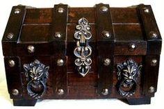 Gothic Jewelry Box | GOTHIC Vtg PIRATE TREASURE CHEST Large Wood JEWELRY BOX - eBay (item ...