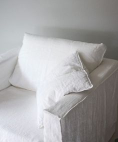 White slip covered sofa ideas to makes your room more comfortable 01