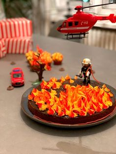 Der Feuerwehr- Geburtstagskuchen - Mummy Mag - #der #Feuerwehr #Geburtstagskuchen #mag #Mummy #zimmer Make Birthday Cake, Disney Birthday, Boy Birthday, Birthday Parties, Kefir Recipes, Cakes For Boys, Kid Cakes, Easy Peasy, Kids And Parenting
