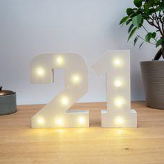Weihnachtskekse: die leckersten Rezepte für deine Weihnachtskekse Table Lamp, Lighting, Home Decor, Yule, Ideas For Christmas, Christmas Gifts, Decorating Ideas, Homemade, Diy Crafts