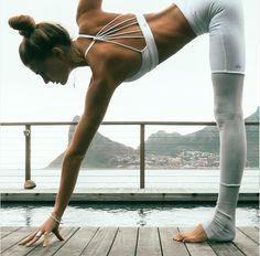 Beautiful Yoga Outfit (@sjanaelise)