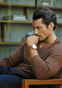 David J. Gandy Argentina: David Gandy para Marks and Spencer - Campaña Otoño men's fashion and style. v-neck sweater + chino trousers David Gandy Style, David James Gandy, Mode Man, Dolce E Gabbana, Le Male, Hommes Sexy, British Men, Mans World, Gorgeous Men