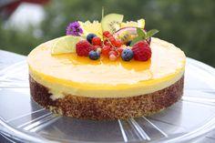 Denne friske pasjonsfruktkaken er enkel å lage, og passer utmerket som en ekstra juvel på kakebordet! Biscuitbunn Ingredienser 2 dl egg 150 g melis 100 g sukker 50 g mel 25 g smør 1,5 dl eggehvite …