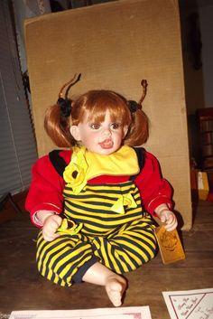 Fay Zah Spanos Honey Bee Umm Umm Good Vinyl Doll Excellent RARE With Certificate #FayZahSpanos #Dolls
