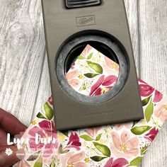 Create corner accent pieces on your cards using circle punches. It's a fun and simple ways to use circle shapes in your card making. Card Making Tips, Card Making Tutorials, Card Making Techniques, Making Ideas, Making Cards, Card Making Inspiration, Homemade Greeting Cards, Greeting Cards Handmade, Homemade Cards