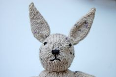 Anleitung: Hase stricken in 7 Schritten - List of the most creative DIY and Crafts Owl Crochet Patterns, Baby Knitting Patterns, Free Knitting, Knitted Heart, Crochet Teddy, Floral Letters, Cactus Print, Lol Dolls, Knitted Headband