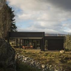 Team Green Architects - Cromwell, New Zealand - Olive Grove House Cromwell New Zealand, Flat Roof House Designs, Container Architecture, Energy Efficient Homes, House Goals, House In The Woods, Interior Architecture, Interior Design, Exterior