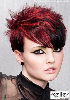 Kurzes Haar mit auffällig roten Strähnen / Frauen