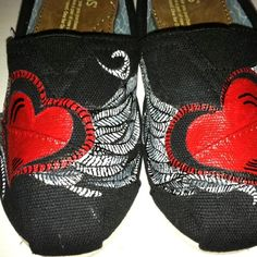 custom paint job on toms, black w/ red hearts  Reminds me of Monte Money's hand tattoo. ;3