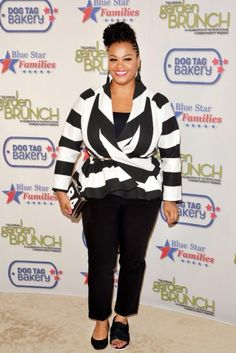 JILL SCOTT AT THE 2014 ANNUAL WHITE HOUSE GARDEN BRUNCH WEARING DEMESTIKS NEW YORK PATRICIA WRAP CARDIGAN