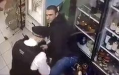 Rashan Charles death: Video shows police throw 20-year-old to ground in London shop before struggle