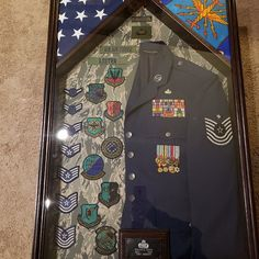 Flag and Certificate Display Case Military Home Decor, Military Crafts, Army Decor, Military Retirement Parties, Retirement Gifts, Retirement Ideas, Air Force Uniforms, Flag Display Case, Military Careers