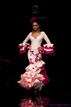 Wappíssima - Simof 2011 - Aurora Gaviño - Colección: CRISOL-Amalgama Flamenca Spanish Dress, Spanish Style, Flamenco Dancers, Spanish Fashion, We Are The World, Fashion Art, Fashion Design, Dance Costumes, Beautiful Dresses