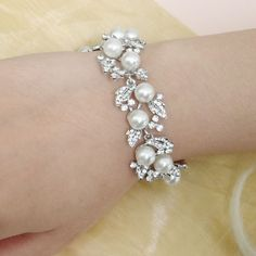 Victorian Style White/Ivory Pearl Wedding Bracelet door Annamall, $23.99