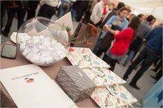 En el cocktail de Navidad, hicimos entrega de relojes a los empleados que cumplen 10 años en INFORMA. ¡FELIZ NAVIDAD! Informa, Gift Wrapping, Gifts, Christmas Cocktails, Merry Christmas, Cocktails, Clocks, Events, Gift Wrapping Paper