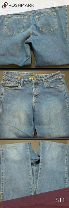WRANGLER WOMEN'S AURA STYLE 12P JEANS WRANGLER WOMEN'S AURA STYLE 12P JEANS  These are a great condition pair of denim jeans from Wrangler. These are a Women's Size 12 Petite. These are are Aura style and are a short rise fit. These do have a small amount of stretch. With the jeans laying flat, the waist measures 18 inches and the inseam measures 28 inches. These are pre-owned and some light signs of use should be expected.? Wrangler Jeans Boot Cut