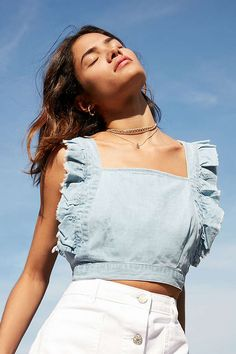 Shop Cooperative Denim Frill Apron Top at Urban Outfitters today. We carry all the latest styles, colors and brands for you to choose from right here. Crop Top Outfits, Trendy Outfits, Summer Outfits, Cute Outfits, Denim Top Outfit, Textiles Y Moda, Denim Fashion, Fashion Outfits, Diy Clothes
