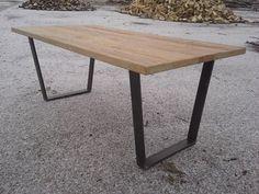 Starobylý rustikální jídelní stůl ze starého dřeva