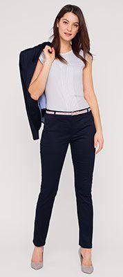 Pantalón con raya en azul oscuro