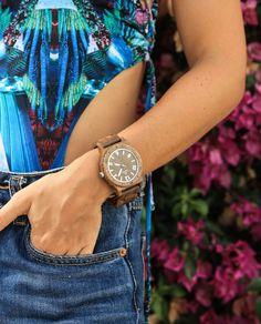 Descubre los Relojes de Madera Laswood. Reloj para Hombre HEMAL, fabricado en Madera de Ébano. #Relojesdemadera #Moda #Verano #Ecofriendly #Naturaleza #RelojCuadrado #ModaEcológica #Relojes #Modelo #watches