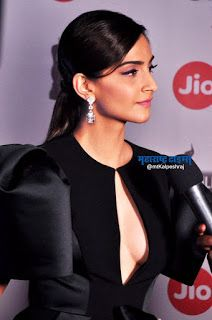 Beautiful and gorgeous bollywood actress: Hot boobs and cleavage of sonam kapoor Indian Bollywood Actress, Bollywood Actress Hot Photos, Indian Actress Hot Pics, Bollywood Girls, Beautiful Bollywood Actress, Bollywood Actors, Bollywood Celebrities, Beautiful Indian Actress, Beautiful Actresses