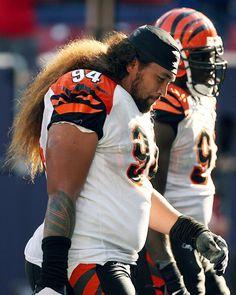 Memorable Hairstyles of the NFL Stylish Mens Haircuts, Haircuts For Men, Samoan Men, Dreadlocks Men, Polynesian Men, Lion Mane, Native American Photos, Sexy Men, Hot Men