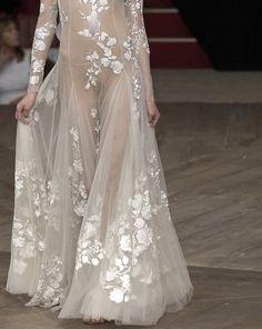 Alexander McQueen Spring 2007 - Saia exatamente igual para o meu vestido <3 <3