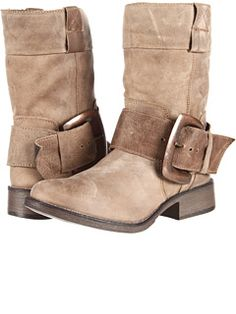 Betsey Johnson at Zappos. Free shipping, free returns, more happiness!