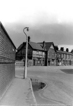 MSE/2/1/15 Black and white photograph showing 'The Phoenix', New Warrington Road, Sutton, St.Helens. 1960 MSE - The Frank Sheen Collection 2 - Photographs showing various buildings, events and housing in St.Helens. 1 - Photographs showing public houses in the St.Helens area.