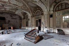 Thomas JORION Photographe « Retour à la galerie [Lautre Amérique] Grand piano - American palace in decay