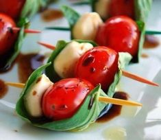 "~Caprese on a Stick - Notice the Balsamic vinegar staying in the ""boat"" created by the basil leaf. Great assemblage idea for Caprese appetizers. Snacks Für Party, Appetizers For Party, Appetizer Recipes, Caprese Appetizer, Appetizer Ideas, Cheese Appetizers, Boat Snacks, Tomato Appetizers, Toothpick Appetizers"