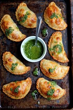 14 easy Spanish recipes to throw the best tapas party ever, including this Caprese Empanadas With Tomato, Mozzarella, and Basil recipe. food recipe 20 Easy Spanish Recipes to Throw the Best Tapas Party Ever Basil Recipes, Tapas Recipes, Mexican Food Recipes, Appetizer Recipes, Vegetarian Recipes, Healthy Recipes, Tapas Ideas, Tapas Food, Empanadas Vegetarian