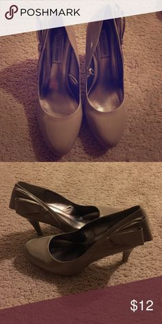 Steve Madden heel Patent leather heel with bow on the side; some signs of wear by the heel; cute & unique pair Steve Madden Shoes Heels