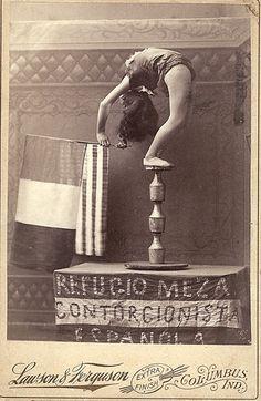 "Refugio Meza, ""Contorcionista Espanola"""