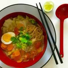 Sopa vietnamita (Pho) vegana Pho, Thai Red Curry, Ramen, Salad Recipes, Great Recipes, Cooking, Ethnic Recipes, Breakfast, Ethnic Food