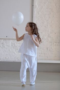 Items similar to Flower girls outfit Girls clothing snow white linen outfit Harem pants and top Beach wedding on Etsy White Summer Outfits, All White Outfit, Kid N Teenagers, Sewing Circles, Baby Kids Clothes, Summer Baby, Happy Kids, Little Princess, Cool Kids