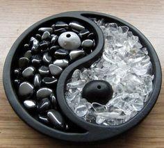 Yin yang rock & crystal garden
