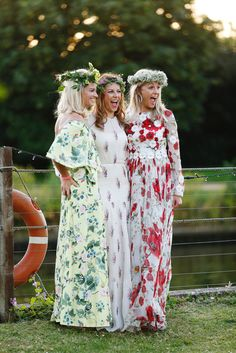 flowers bloom at the Summer Solstice 70s Fashion, Party Fashion, Fashion Beauty, Midsummer's Eve, Dream Party, Midsummer Nights Dream, Ladies Of London, Summer Solstice, Bridesmaid Dresses