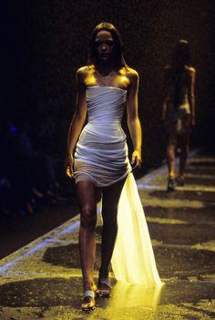 Alexander McQueen Spring 1998 Ready-to-Wear Fashion Show - Alexander McQueen S . - Alexander McQueen Spring 1998 Ready-to-Wear fashion show – Alexander McQueen Spring 1998 ready-to - Fashion Weeks, 90s Fashion, Runway Fashion, High Fashion, Fashion Show, Fashion Dresses, Vintage Fashion, Dubai Fashion, Fashion Poses