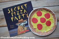 Paper Plate Pizza Kid Craft is part of Kids Crafts Preschool Elementary Schools - Check out our latest and great Paper Plate Pizza kid craft tutorial that is perfect for storytime fun! It's also calorie fre! Paper Plate Crafts, Glue Crafts, Book Crafts, Paper Plates, Crafts For Kids To Make, Art For Kids, Craft Kids, Taco Crafts, Palm Tree Crafts