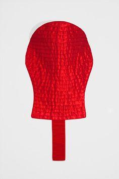 Martinho Patrício Sem título Untitled 2000 Fita de cetim e linho Satin ribbon and linen cloth 29 x 56 cm