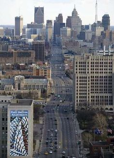 View looking down Woodward Avenue to the heart of Downtown Detroit (at top) on March 15, 2004.
