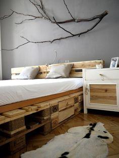 Letto con bancali - Come realizzare un letto con i pallet dotato di cassetti.