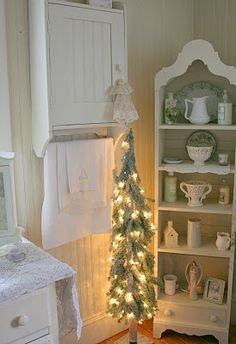 Adorable bathroom decorated for Christmas. Love the narrow shelving!